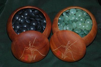 комплекты для игры Го из натуральных камней вы можете увидеть и приобрести в Галерее И